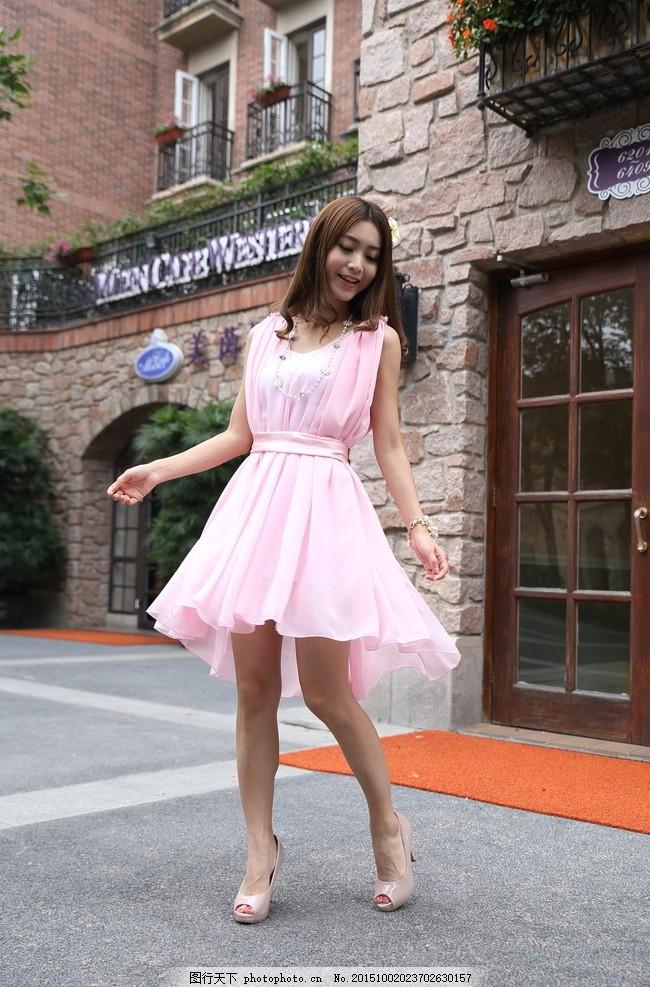 时尚女装模特 美女 服装模特 服装广告 模特广告 欧式建筑 长发