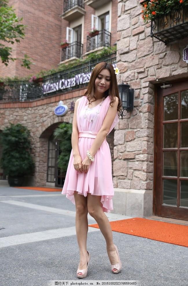 时尚女装 美女 服装模特 模特 服装 服装广告 模特广告 欧式建筑 长发