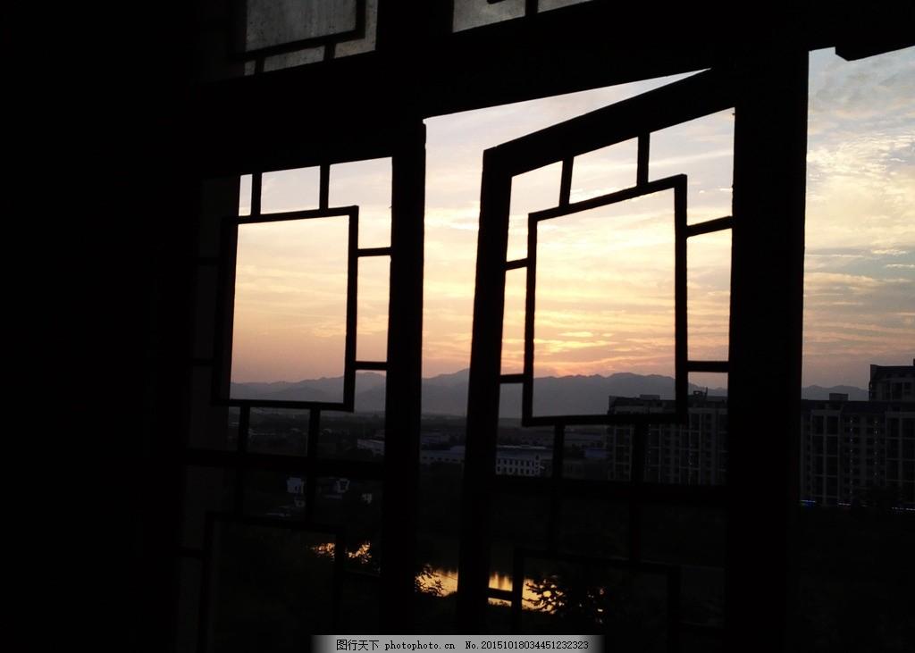 窗内看晚 窗 晚霞 天空 远山 河岸 摄影 自然景观 山水风景 72dpi jpg