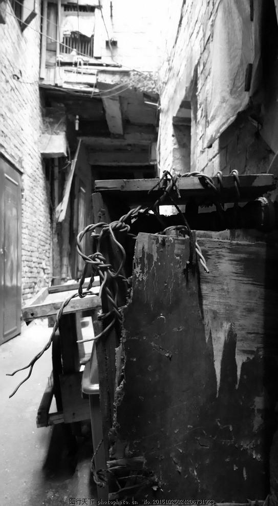 真实电箱 旧物 电箱 破损物 回忆 黑白 伤感 岁月感 胡同 摄影 自然