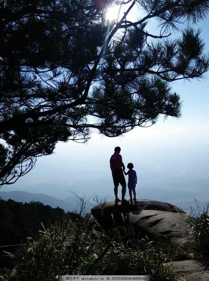 登山 山顶 风景 唯美 父子 背影 和谐 摄影 旅游摄影 自然风景 72dpi