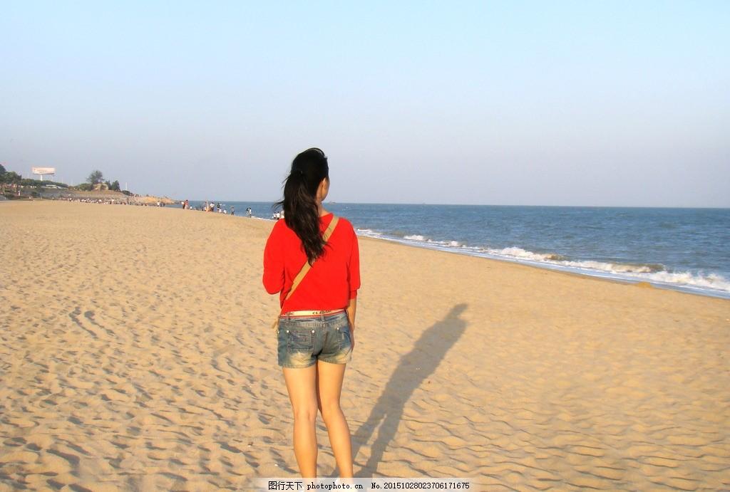 女子背影 背影 女子 沙滩 海水 大海 蓝天 红衣 女孩 夕阳西下 摄影