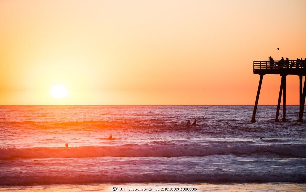 傍晚海边暖色调 暖色光晕 色彩 粉色天空 游泳 光感 风景 摄影