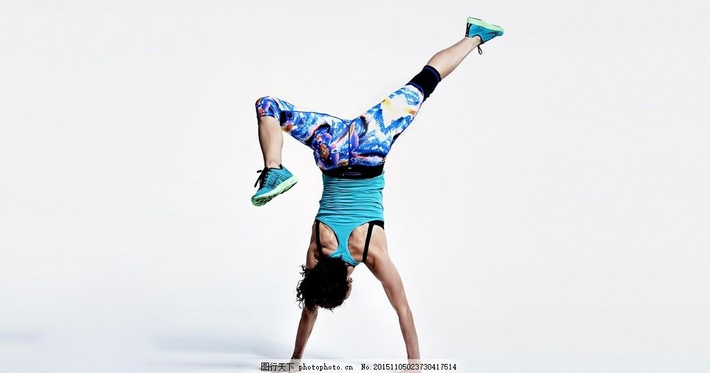 适合女生的街舞歌曲_女生学街舞的基本分解动作