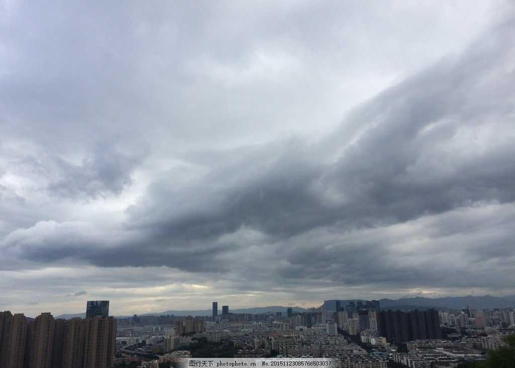 天空 乌云 城市天空 云 天空上的云 摄影 自然景观 自然风景 72dpi