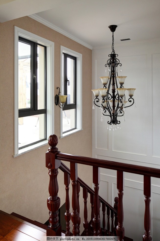 欧式家居 欧式楼梯 欧式扶手 拐角 欧式吊灯 客厅特写 几 红木